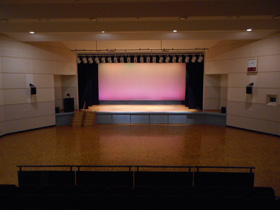 大ホール16m×17m(ステージ10m×4m)